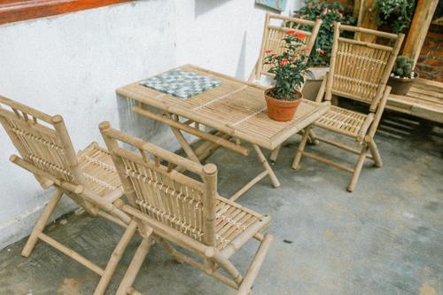 Lấy cảm hứng từ những mảnh ghép chân phương của cuộc sống, Peace Home gây ấn tượng bởi vẻ đẹp mộc mạc, tinh tế, ẩn chứa nhiều tâm tư tình cảm, bởi những bộ bàn ghế, vật dụng được làm từ tre, nứa.