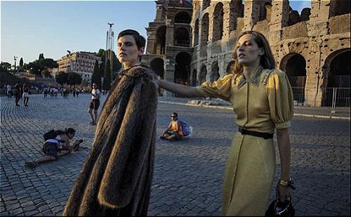 Kinh đô thời trang lớn nhất của thế giớiNơi đây sản sinh ra nhiều thương hiệu thời trang đình đám, những nhà thiết kế tài danh. Italy được coi là cái nôi của thời trang nói riêng và nền nghệ thuật nói chung. Có rất nhiều thương hiệu thời trang nổi tiếng ở Italy như Prada, Gucci, Valentino, Armani, Versace, Dolce & Gabbana... Ảnh: Pinterest.