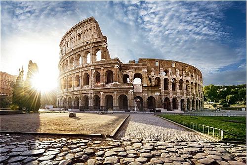 Nơi hội tụ nhiều công trình kiến trúc nổi tiếngItaly là nơi có nhiều di sản nhất thế giới, với hơn 50 cái tên nằm trong danh sách của UNESCO. Du lịch Italy bạn không nên bỏ qua các địa điểm như: Cung điện hoàng gia Caserta, cầu máng nước Vanvitelli, quần thể San Leucio, khu vực khảo cổ và Vương cung thánh đường Aquileia, thành phố Vicenza, các dinh thự Palladian của Veneto... hay đấu trường La Mã. Ảnh: Mylittleadventure.