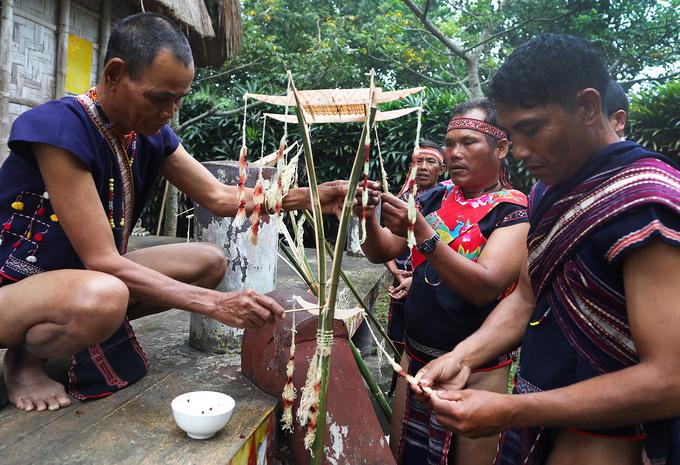 Lễ thổi tai - nghi thức đầu đời của người Ba Na