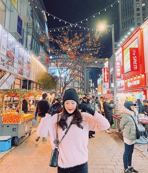 Bảo Thy dạo phố, ăn kem giữa Seoul lạnh 4 độ C
