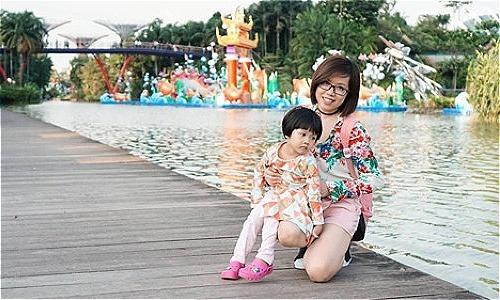 Bà mẹ trẻ đưa con 3 tuổi đi du lịch Singapore nhàn tênh