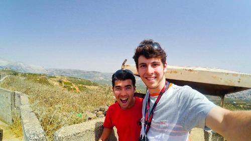 John Ramsey (phải) và John Chau gặp nhau trong chuyến đi Israel từ năm 2016 và trở thành bạn bè thân thiết. Ảnh: John Middleton Ramsey.