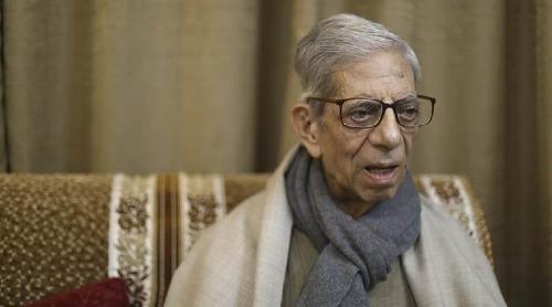 Chuyên gia nhân chủng học T N Pandit trả lời phỏng vấn tại nhà riêng ở New Delhi, Ấn Độ vào ngày22/11. Ảnh: Abhinav Saha/Indian Express.