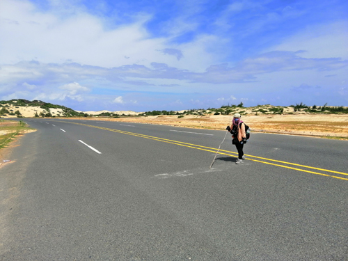 Những tuyến đường chạy qua cồn cát để tới cực Đông.