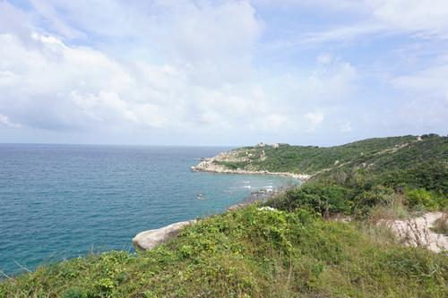 Khánh Hòa vẫn còn nhiều khu vực hoang sơ với tầm nhìn đẹp ra biển.
