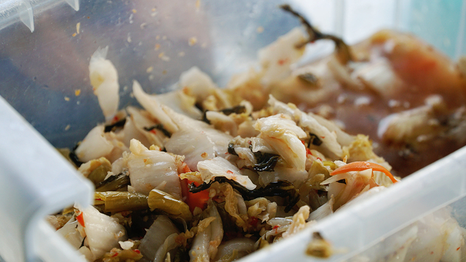 Quán cơm bán 20 món trong chợ ăn vặt nổi tiếng Sài Gòn