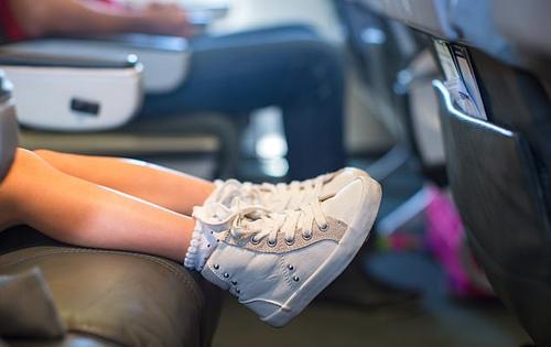 Hành khách kể cách xử trí khi bị trẻ con đá ghế trên máy bay