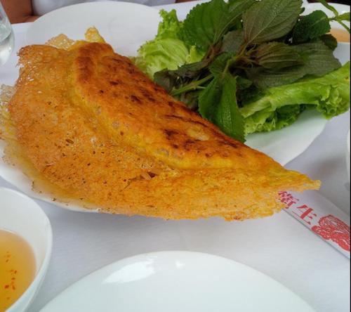Món bánh xèo tôm chiên tại nhà hàng LIndochine. Ảnh: Tripadvisor.