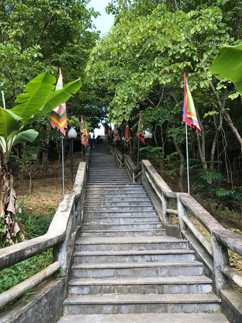 Bảo vật quốc gia được khoan cắt từ vách núi ở Lai Châu