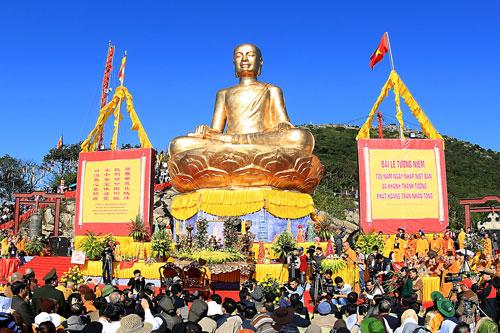 Đại lễ Phật Hoàng Trần Nhân Tông nhập niết bàn là sự kiện thường niên thu hút phật tử khắp nơi đổ về. Ảnh: KhánhGiang.
