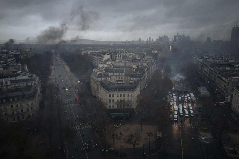 Khải Hoàn Môn tan hoang sau cuộc bạo loạn lớn nhất 5 thập kỷ ở Paris