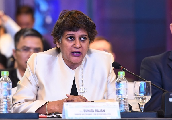 Bà Sunita Rajan - đại diện kênh CNN trong phiên thảo luận.