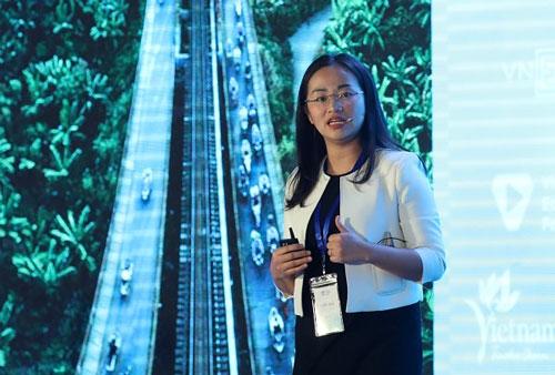 Bà Tuyết Vũ - Đại diện BCG phát biểu tại Diễn đàn Du lich cấp cao Việt Nam 2018.