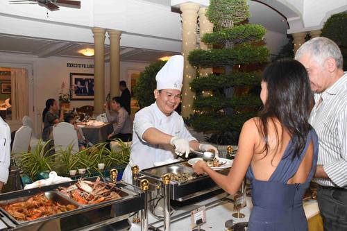 Tiệc Giao thừa trên tầng thượng khách sạn gần 100 năm ở Sài Gòn - ảnh 5