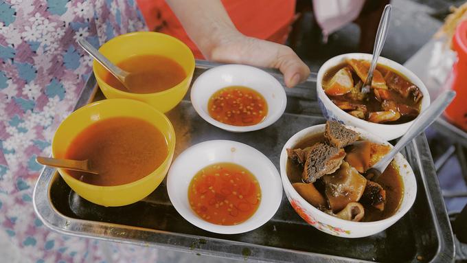 Quán phá lấu trong hẻm nhỏ vẫn nổi tiếng ở Sài Gòn