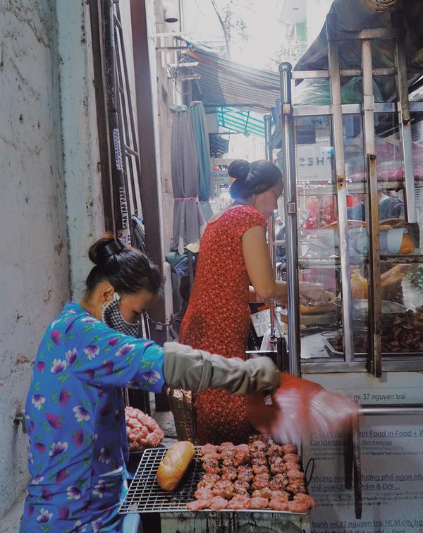 'Xe bánh mì ngon nhất thế giới' ở Sài Gòn chỉ bán một loại nhân