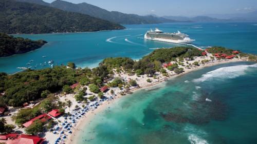 Cảng Labadee là một trong những điểm đến hàng đầu tại Haiti với những du khách lựa chọn du lịch bằng tàu biển. Ảnh:Cruise Hive.