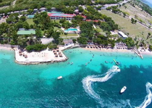 Sự xuất hiện của những khách sạn sang trọng góp phần thúc đẩy ngành du lịch tại Haiti. Ảnh:Expedia.