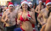 Hàng nghìn người cởi đồ thi chạy dưới trời lạnh mùa Giáng sinh