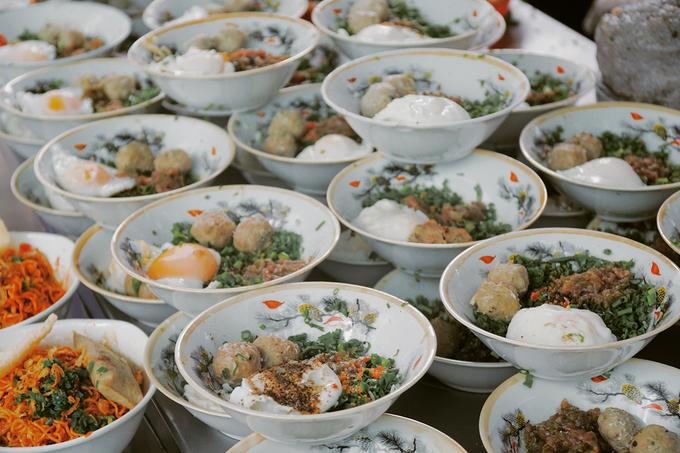 Tô mì 60.000 đồng ở Sài Gòn: muốn ăn phải đợi một tiếng