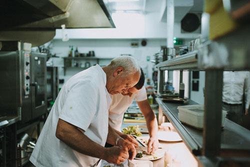 Siêu đầu bếp lần đầu đến Việt Nam và sẽ phục vụ trên du thuyền 5 sao ở Vịnh Hạ Long.