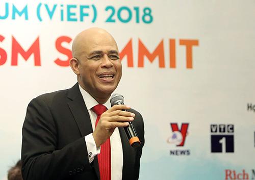 Cựu Tổng thống Michel Martelly phát biểu trong buổi giao lưu với các khách mời tại Diễn đàn Cấp cao Du lịch Việt Nam 2018. Ảnh: Ngọc Thành.