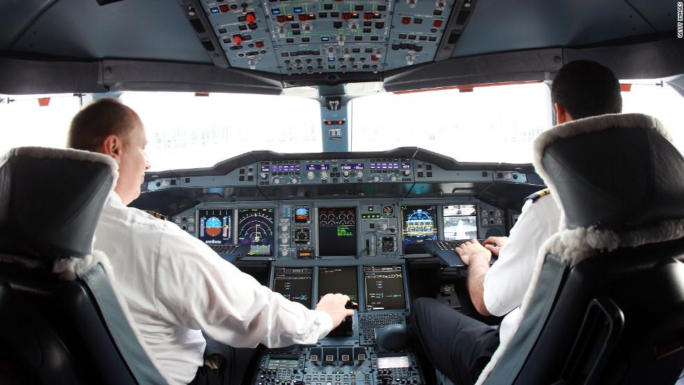 Tôi không biết việc điều khiển máy bay như thế nào?