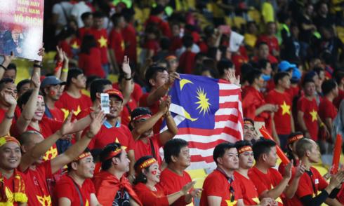 malaysia-thue-4-chuyen-bay-cho-cdv-den-ha-noi-xem-chung-ket