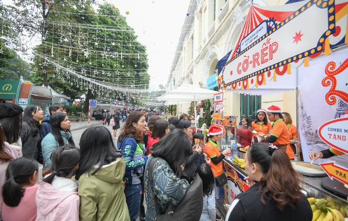 Lễ hội Văn hóa - Ẩm thực Pháp thu hút đông khách ở phố đi bộ Hà Nội