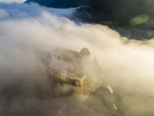 Hotel de la Coupole, MGallery by Sofitel huyền ảo trong làn sương Sa Pa.