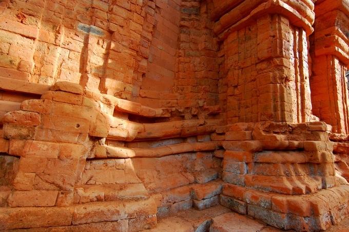Tháp Chăm cổ nằm dưới mực nước biển ở Thừa Thiên Huế