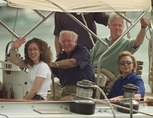 Gia đình cựu tổng thống Bill Clinton đi nghỉ dưỡng. Ảnh: Washington Post.