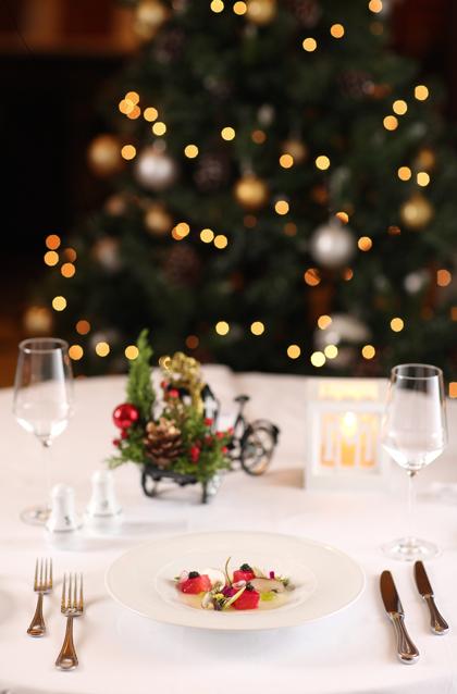 Các món ăn trong tiệc Giáng sinh được trình bày tinh tế và sang trọng.