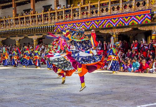 Bhutan là quốc gia mà sự giàu có được đong bằng niềm hạnh phúc của người dân.