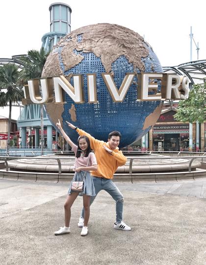 MV Thế giới tuổi thơ của Chí Thiện có sự góp mặt của Bảo An và Thụy Bình. Bên cạnh vai trò là một ca sĩ, Chí Thiện còn là huấn luyện viên cho các ngôi sao nhí. Vì thế anh luôn có những dự án lớn tạo điều kiện cho các học trò tỏa sáng tài năng và đến gần với công chúng. Vừa qua, anh chọn quay video tại Universal Studios Singapore, một địa điểm giải trí dành riêng cho trẻ em và những người có tâm hồn trẻ thơ.