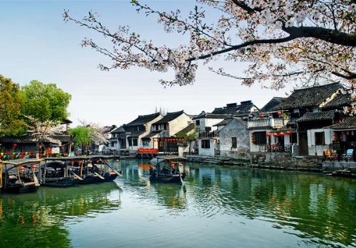 Ô Trấn là một trong sáu cổ trấn nổi tiếng ở lưu vực phía nam sông Dương Tử, bao gồm Cẩm Châu (Liêu Ninh), Từ Khí Khẩu (Trùng Khánh), trấn Lý Trang (Tứ Xuyên), Đại Xưởng (Vu Sơn) và Giang An (Tứ Xuyên).