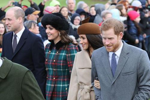 Giáng sinh 2017, hoàng tử Harry và công nương Meghan (bên phải) đón giáng sinh ở Anh, sau đó bay sang Monaco đón năm mới 2018. Ảnh: Express.