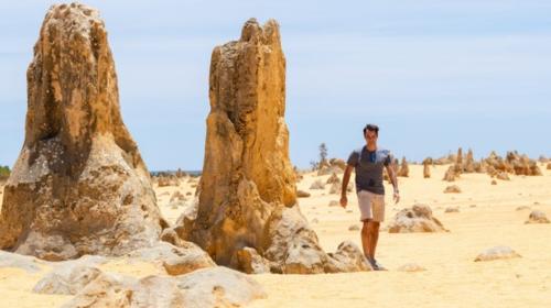 Federer khám phá sa mạc Pinnacles. Ảnh:AAP.