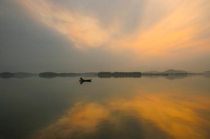Hồ Đồng Mô - điểm ăn chơi hot sau khi lên phim 'Người phán xử'