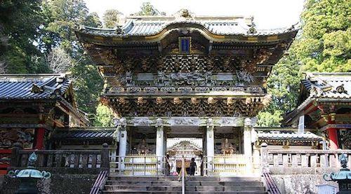 Vẻ đẹp cổ kính của đền Toshogu. Ảnh: Pinterest.