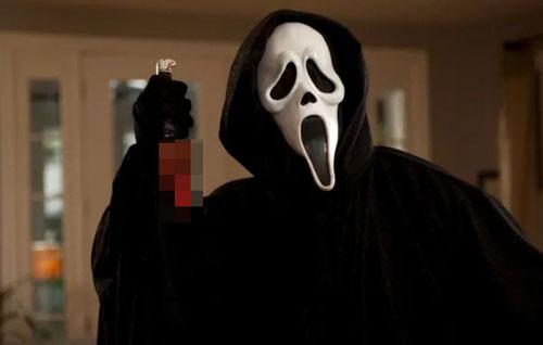 Nhà làm phim Wes Craven đã lấy cảm hứng từ tác phẩm Scream để tạo nên loạt phim kinh dị nổi tiếng cùng tên. Ảnh: Mirror.