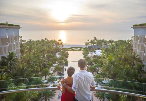 Các khu nghỉ dưỡng sang trọng mang đẳng cấp quốc tếHàng loạt dự án khu nghỉ dưỡng 5 sao quốc tế mọc lên ở các bãi biển khác nhau, đã đưa Phú Quốc là điểm đến được yêu thích tại Châu Á  Thái Bình Dương năm nay, theo CNN. Nổi bật nhất phải nói đến InterContinental Phu Quoc Long Beach Resort, khu nghỉ dưỡng sang trọng đầu tiên của của Tập đoàn IHG tại khu vực châu Á - Thái Bình Dương, tọa lạc phía Nam của Bãi Trường.