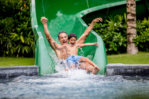 Với 4 hồ bơi ngoài trời, trong đó một hồ bơi thiết kế độc đáo dành cho gia đình và trẻ em có máng trượt và phao khổng lồ sẽ mang đến những phút giây thư giãn lý thú cho cả gia đình. Khu vực Câu lạc bộ Thiếu nhi Planet Trekkers rộng 250 mét vuông dưới sự giám sát của các nhân viên có chứng nhận đào tạo chăm sóc trẻ em sẽ là chốn thần tiên cho các bạn nhỏ với những trò chơi bổ ích trong khi các bậc cha mẹ có thể hoàn toàn thư giãn và tận hưởng thời gian cho riêng mình.