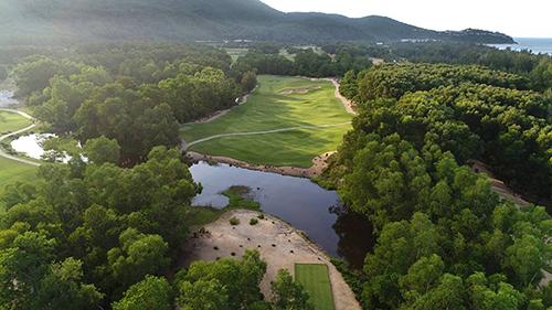 Đây là sân golf do Nick Faldo thiết kế ở Huế.Ảnh:Laguna Lăng Cô.