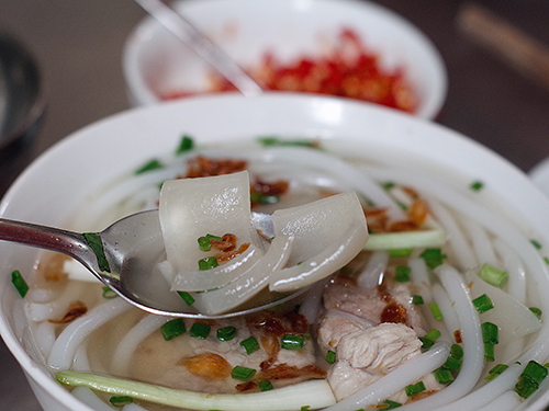 Hàng bánh canh bột gạo hơn 60 năm nằm gần chợ ở Sài Gòn - ảnh 3