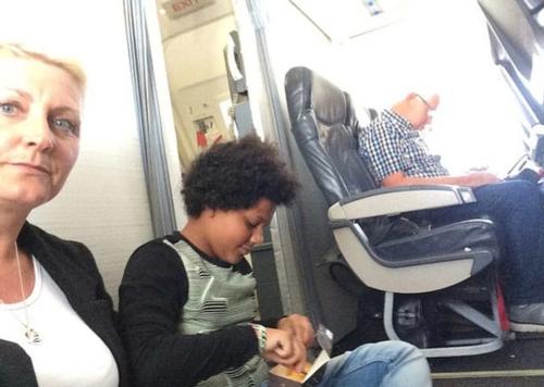 Mua vé nhưng không có ghế, khách Anh ngồi bệt suốt chuyến bay - ảnh 1