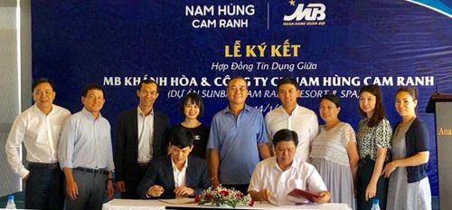 Lễ ký kết cấp vốn giữa ngân hàng và dự án ở Cam Ranh.