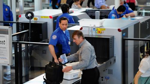 Những máy quét an ninh của TSA từng gặp khó khăn khi phát hiện vũ khí và chất nổ khi chính phủ Mỹ đóng cửa vào năm 2015. Ảnh: WXYZ-Detroit.
