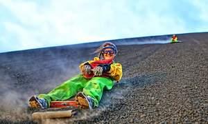 Trượt ván trên sườn núi lửa còn hoạt động ở Nicaragua